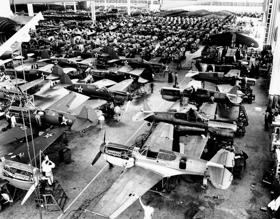 The Amazing Pictures Of American War Industry During WW2
